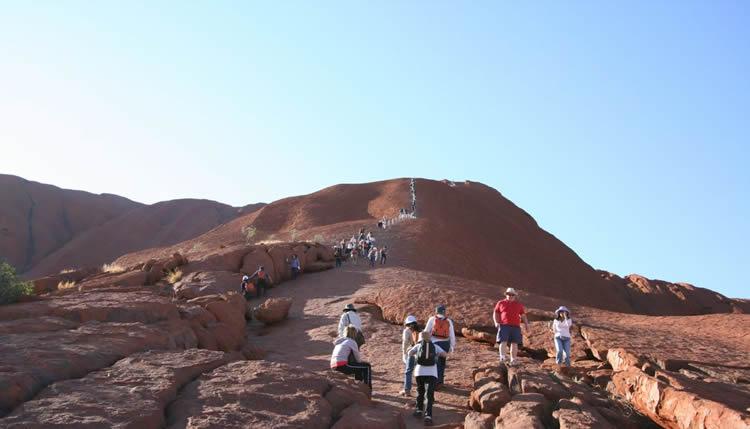 climb_uluru