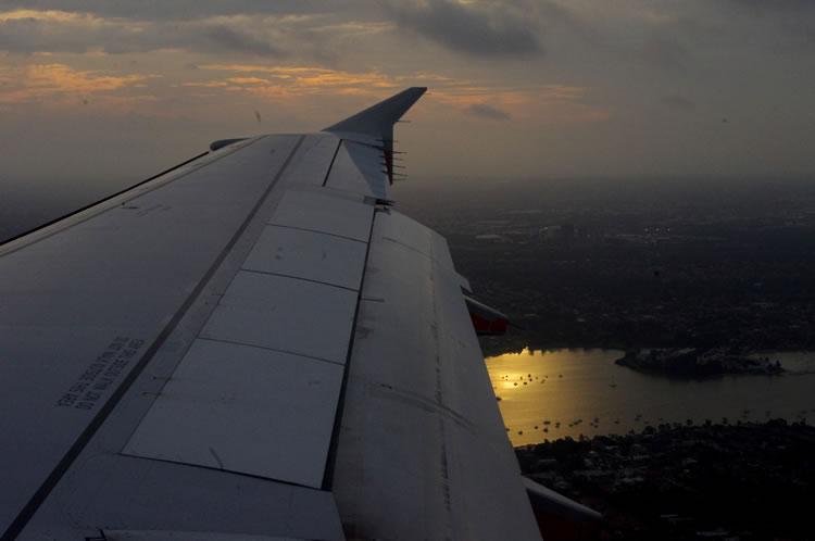 エアーズロック飛行機